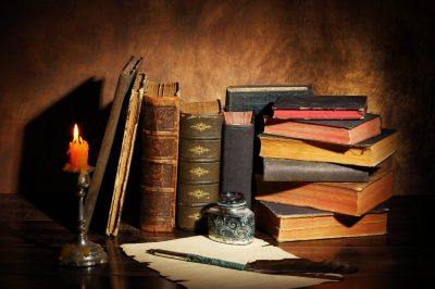 Alte Bücher voller Inhalt
